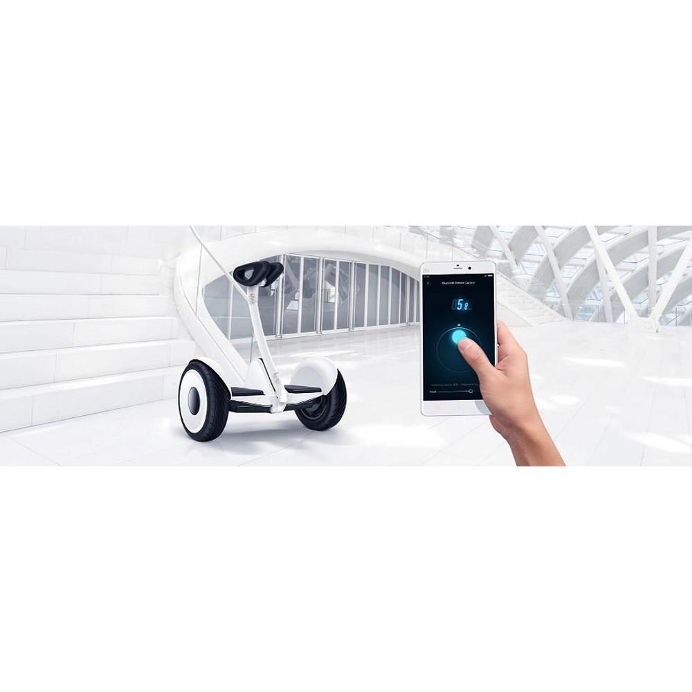"""Xiaomi Ninebot Mini: scuterul electric căruia îți vine să-i spui mereu """"Dii, scuteruțul meu!"""""""