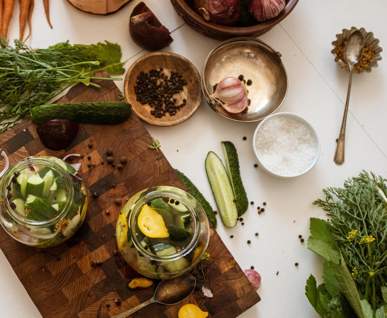 Rețete de conserve de toamnă: de la murături, la zacuscă și dulceață